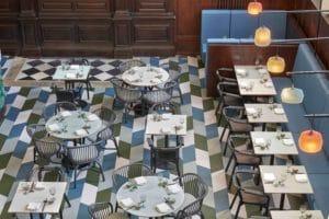 Forbo Flooring legt marmoleum restaurant Duddells aan