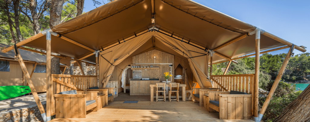 Glamping specialist Luxetenten neemt GlampingLodges over